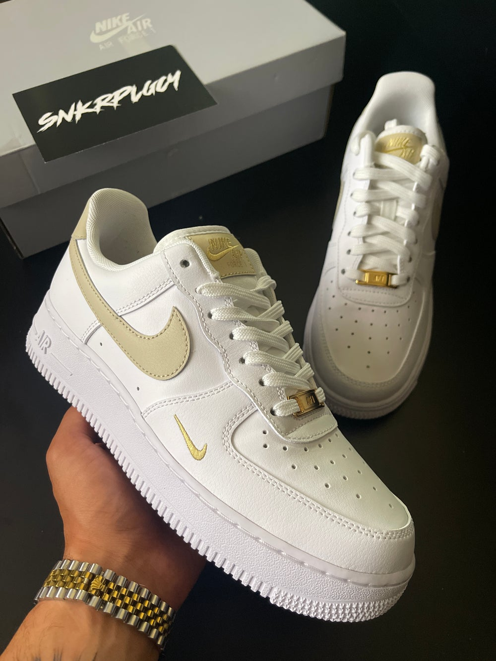 Nike Air Force 1 / White Gold Detial