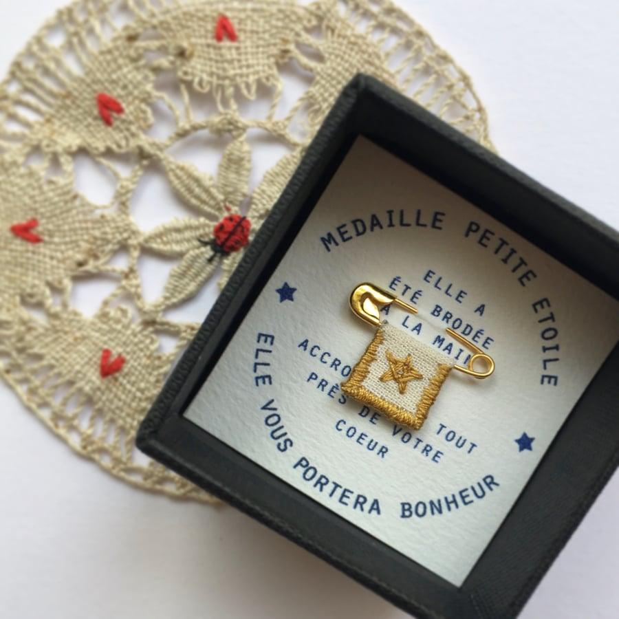 "Image of Broche ""Petite Étoile»"