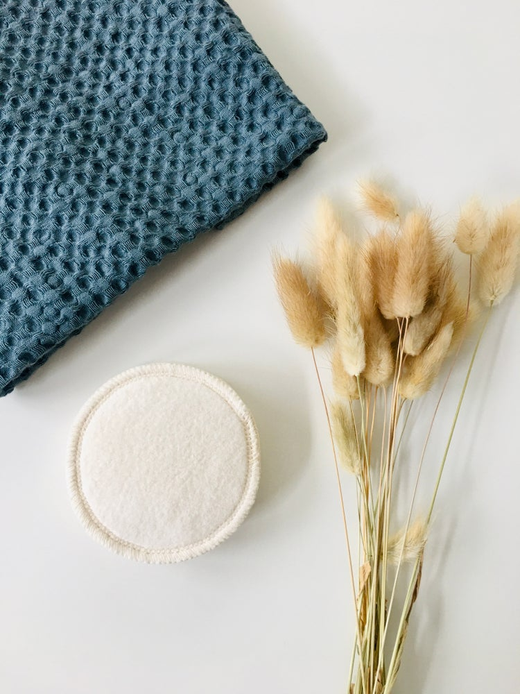 Image of Organic Cotton Reusable Face Wipes - Pack of 5 Rounds