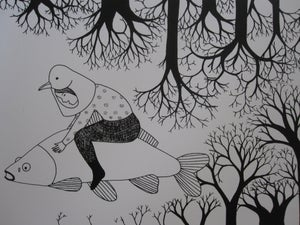 image de Petite fille-oiseau sur son poisson blanc