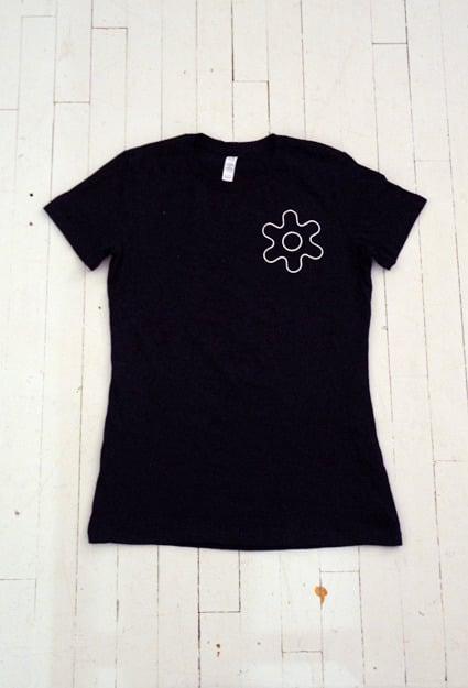 Image of WOMEN'S GEAR T-SHIRT IN BLACK