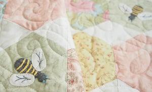 Image of PDF VERSION - Honey Bee Quilt Pattern