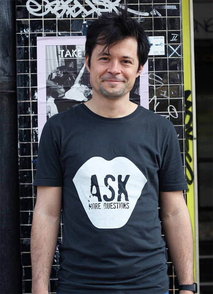 Image of ASK MORE QUESTIONS - Männer T-Shirt