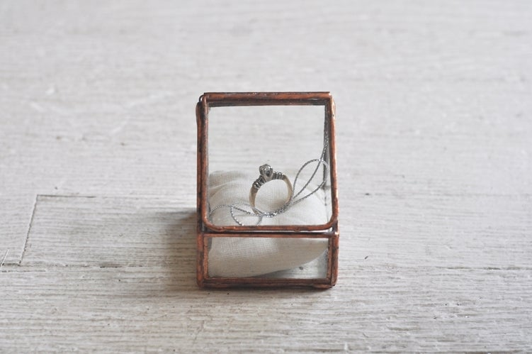 Image of Lidded Ring Box, single display