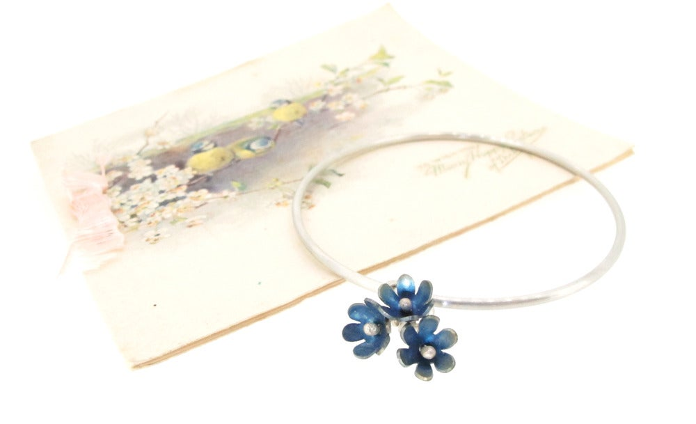 Sian Bostwick Jewellery Forget-me-not double Flower Charm Bangle - Medium TryHLFg