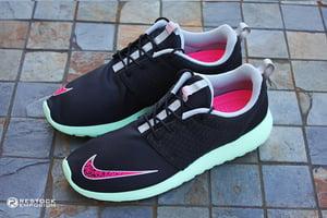 Image of Nike Roshe Run Black/Pink Flash-Fresh Mint-Chrome