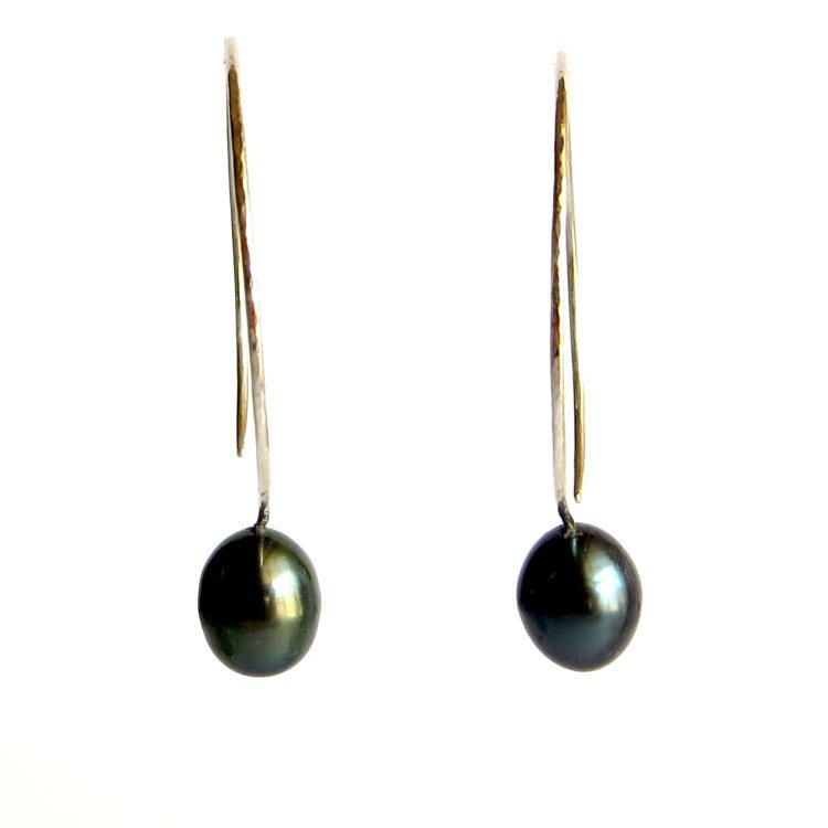 Image of Black cultured freshwater pearl hoop earrings - Momi Darkness Hoops