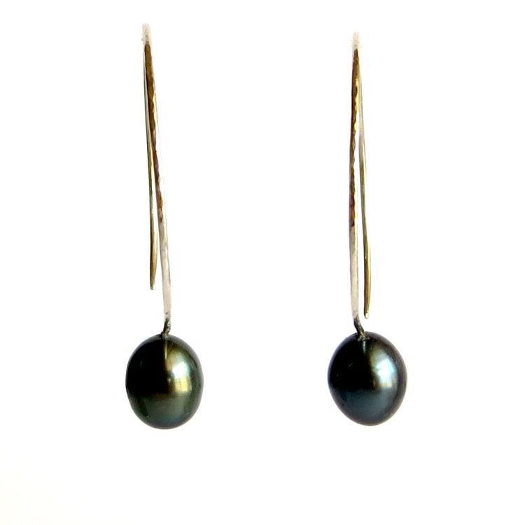 Image of Black cultured freshwater pearl hoop earrings - Momi Darkness Hoops