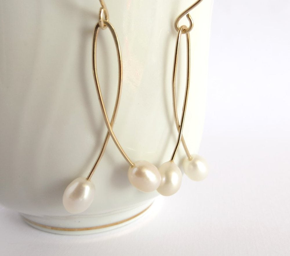 Image of White cultured freshwater pearl doubles earrings - Momi Twins
