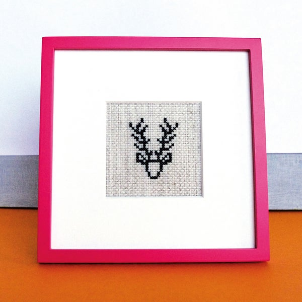 "Image of Broderie ""Black deer"" / point de croix"