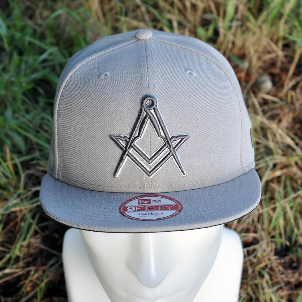 Image of New Era 5950 Snap-Back Cap - Grey