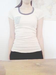 Image of 100% Cotton Embroidery Bird Tee / 全棉小鳥繡花貼身衫 code: 137