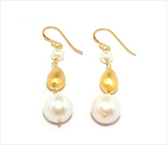 Image of ILI'ILI GOLD LARGE PEARL EARRINGS