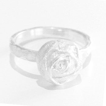 Image of Handgemaakte zilveren ring met roosje, juwelen Antwerpen, Wijngaardstraat