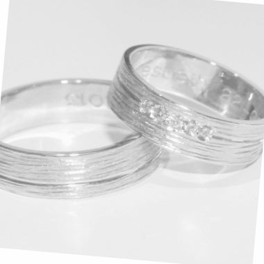 Image of Handgemaakte trouwringen met lijntjesmotief-zilver, juwelen op maat, te Antwerpen