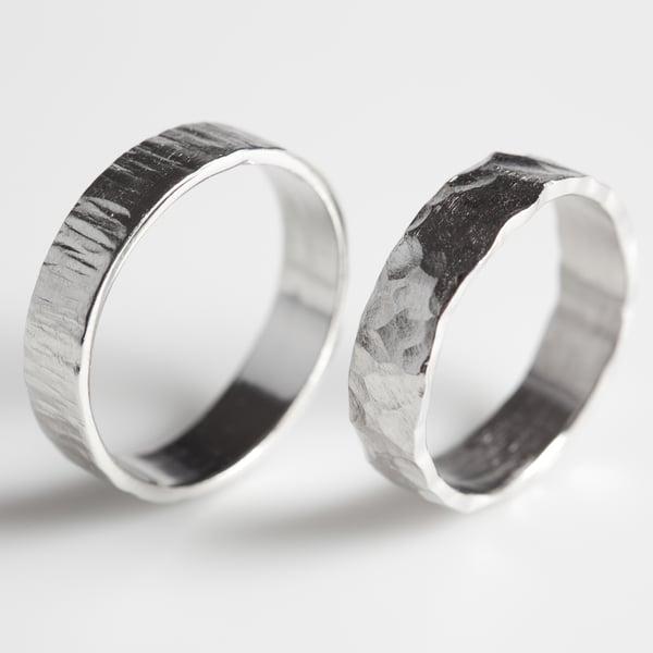 Image of Trouwringen met structuur - zilver, bij Antwerpen, handgemaakte trouwringen
