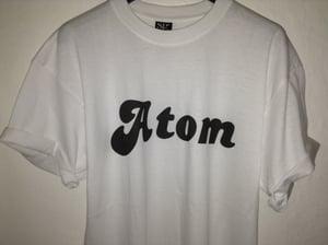 Image of atom Original