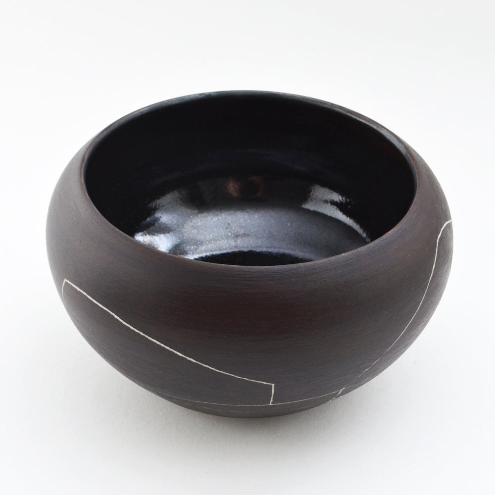 Image of black porcelain bowl