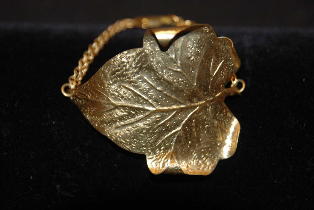 Image of Big leaf bracelet in brass