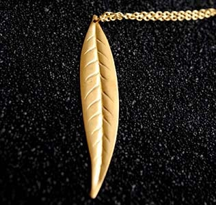 Image of Thin leaf necklace in brass