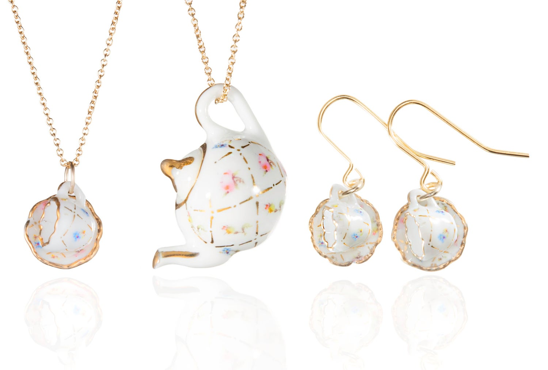 Image of gold lattice teapot necklace