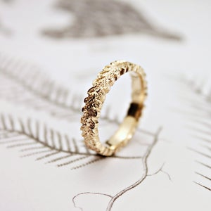 Image of 9ct gold 4mm 'oak leaf' carved ring
