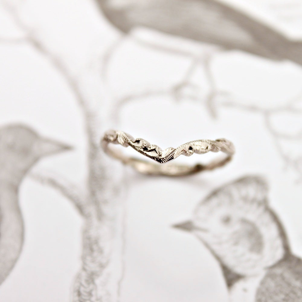 Image of 18ct white gold 2mm floral carved 'Wishbone'