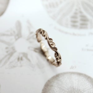 Image of 18ct white gold 3mm floral carved