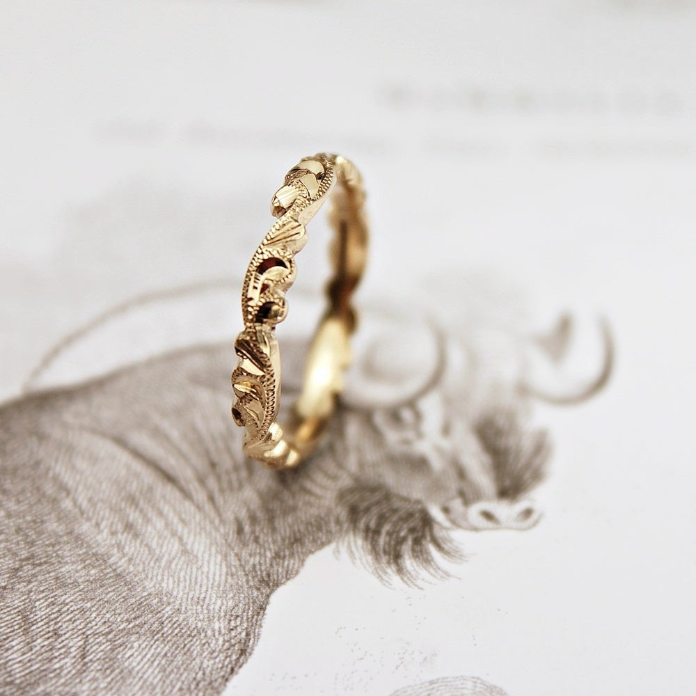 Image of 18ct gold 3mm floral carved ring