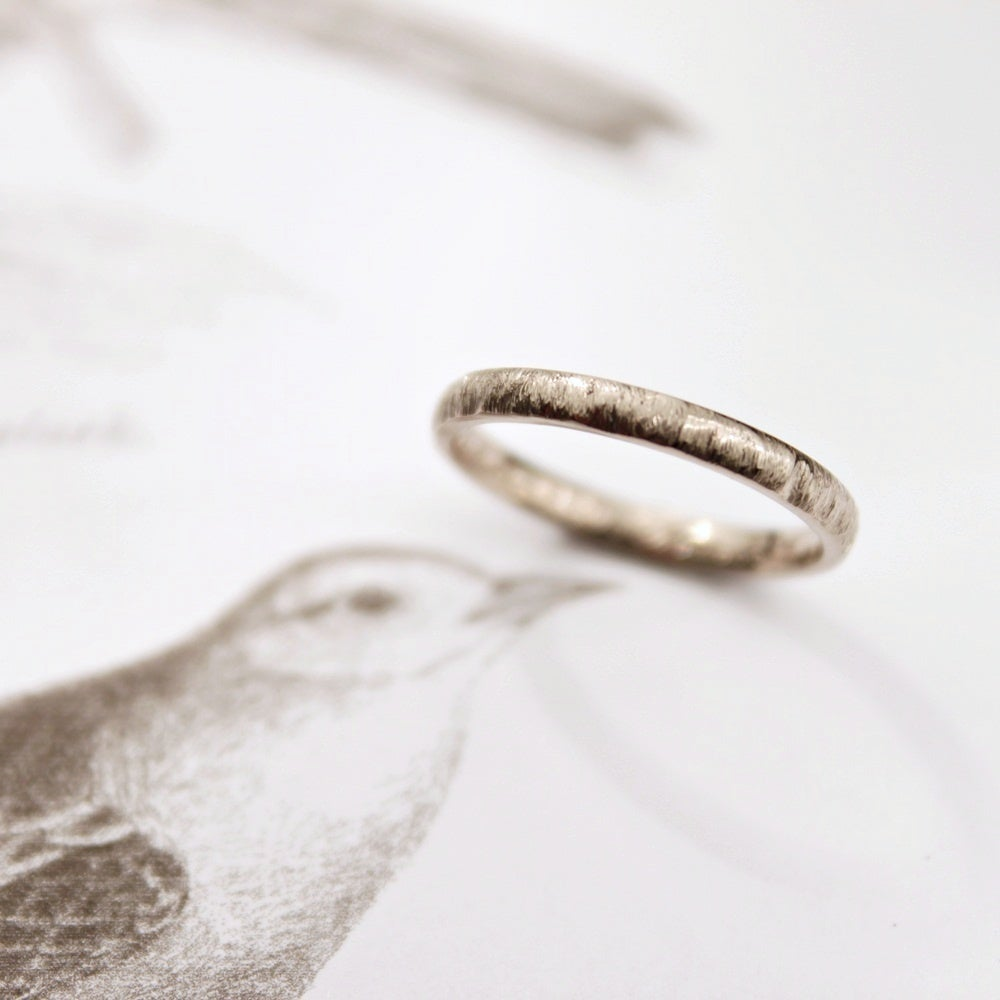 Image of 18ct white gold 2mm horn texture ring