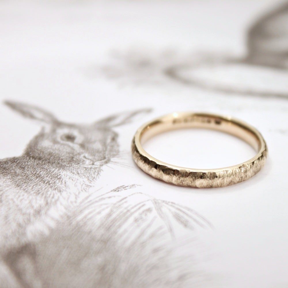 Image of 9ct gold 3mm horn texture ring