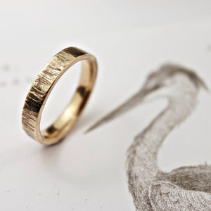 Image of 9ct gold 4mm flat court horn textured