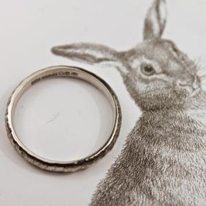 Image of platinum 3mm horn texture