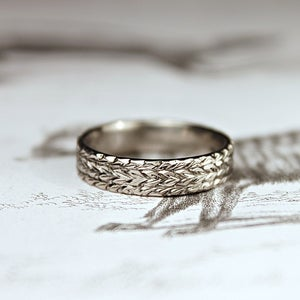 Image of 18ct white gold 5mm flat court herringbone ring