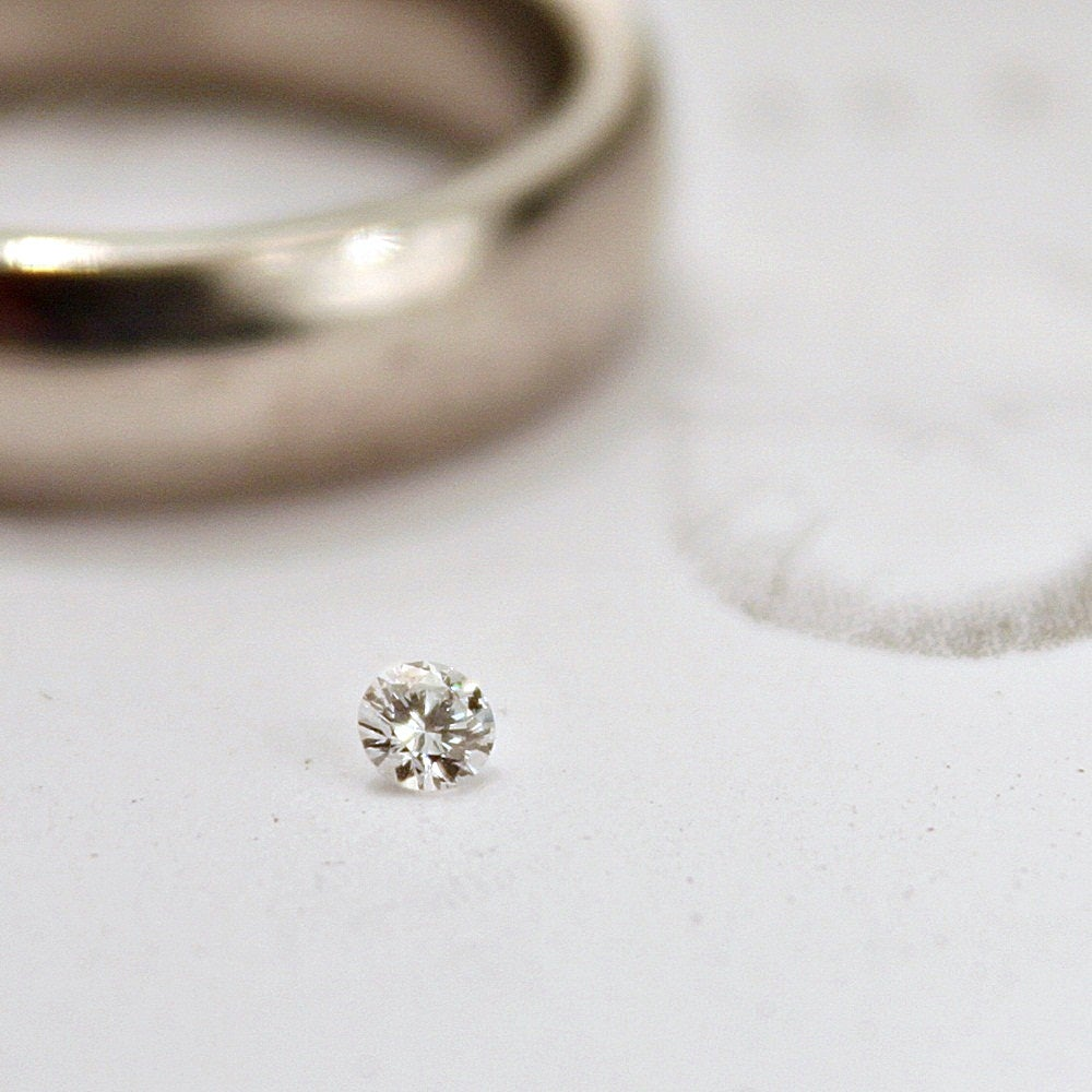 Image of 2.5mm brilliant~cut white diamond