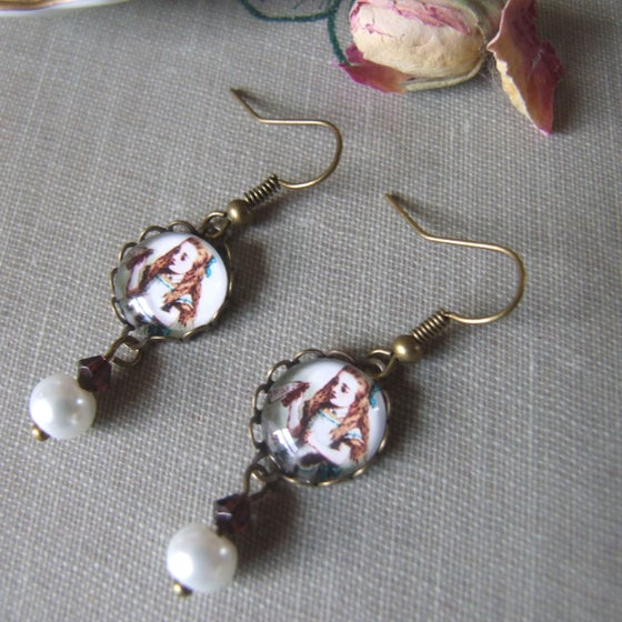 "Image of ""DRINK ME"" Alice Inspired Earrings"
