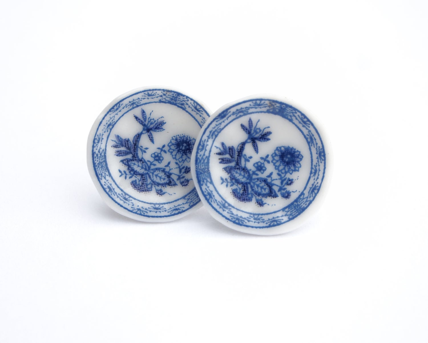 Image of blue willow plate ears