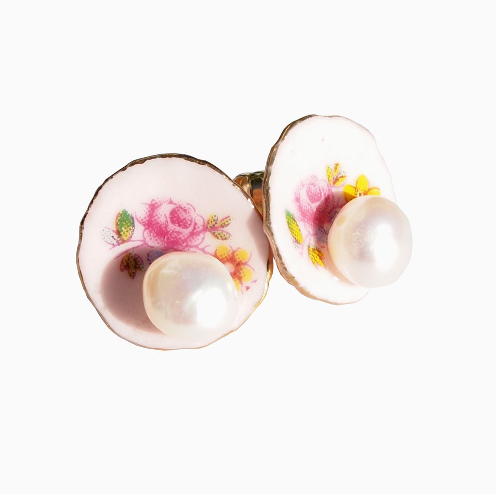 Image of pink plate ears with pearl