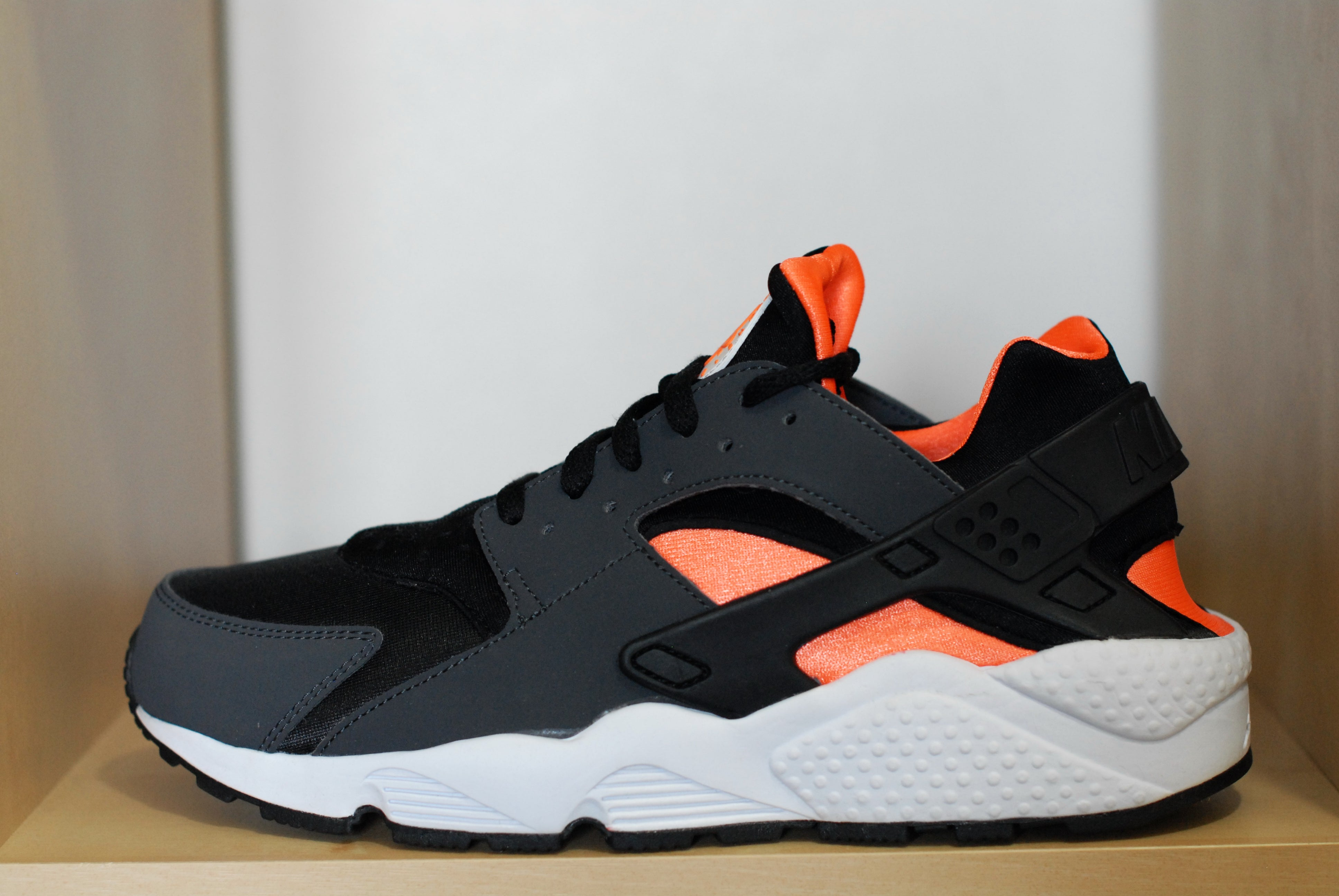 8db166d04 ... low price image of nike huarache le black total orange 0f3a3 c06cd
