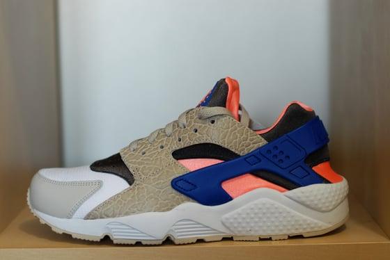 0b6e87e59c28 Image of Nike Huarache LE - Safari Grey Pink Blue