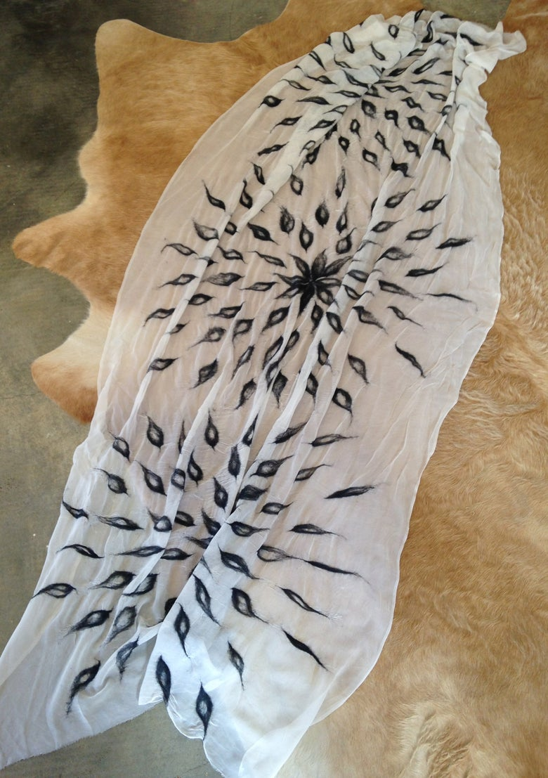 Image of 3 LEAVES silk scarf