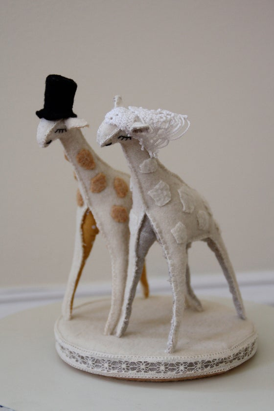 Image of giraffe cake topper