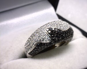 Image of 18K White Gold Black/White Diamond Ring