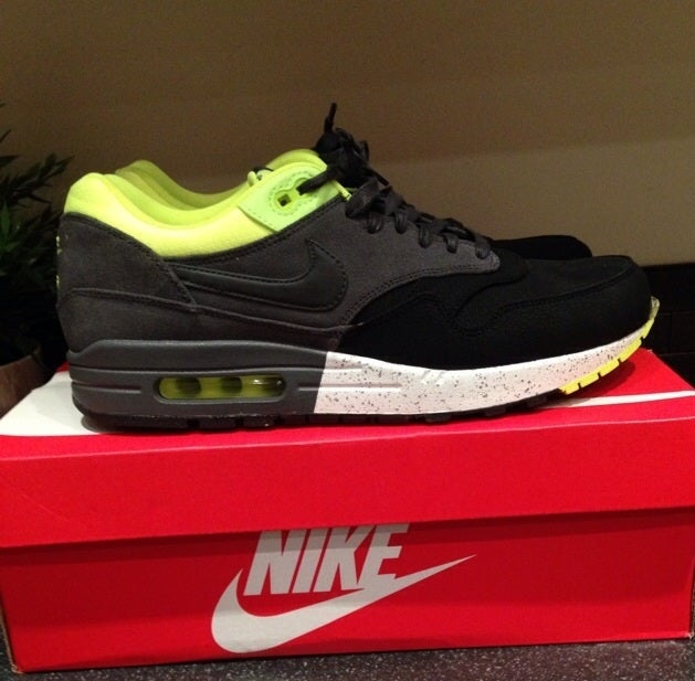 Nike Air Max 1 Black/Grey/Volt Size UK 8