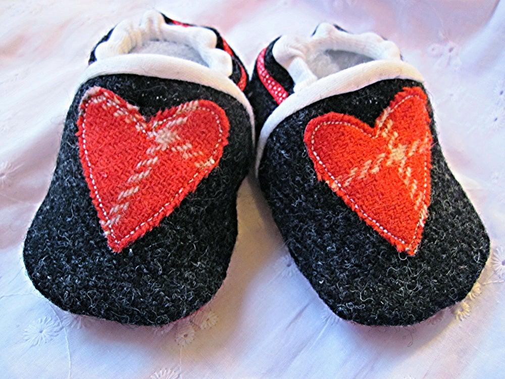 Image of Harris Tweed Baby Shoes - Black/Red Heart