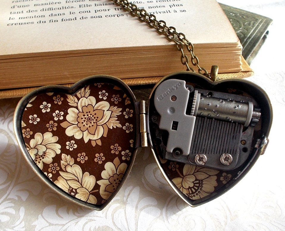 Image of Sweet Molly miniature music box heart locket (Brown Floral)