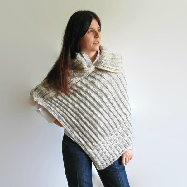 Image of Pearl Gray Poncho Knitted in Merino Wool - Zippered