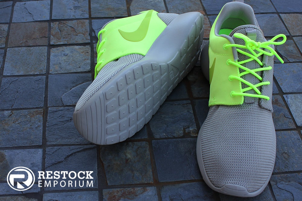 """8e74f0610acd Image of Nike Roshe Run QS """"Two-Faced"""" - Classic Stone   Squadron"""