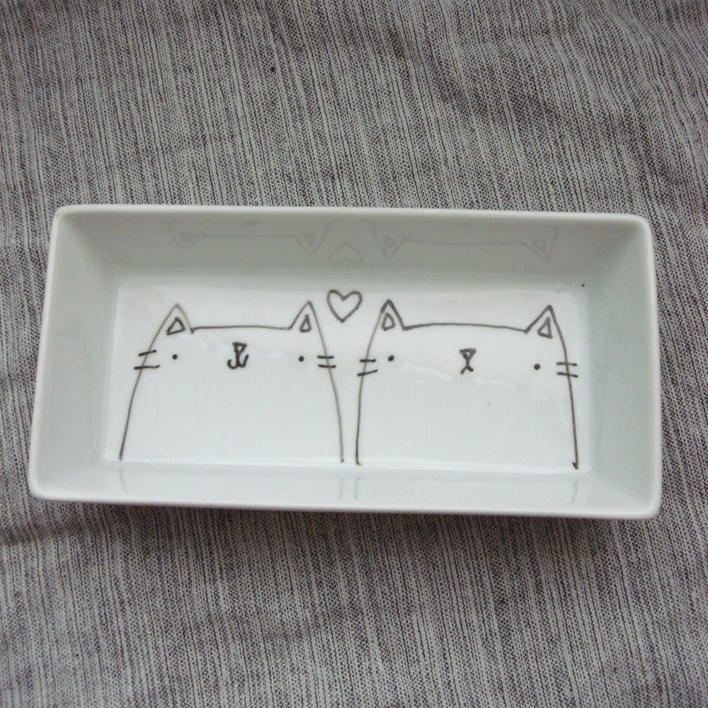 Image of animals in <3 pair dish -- made to order