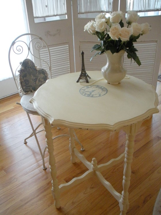 Image of Carte Postale Table